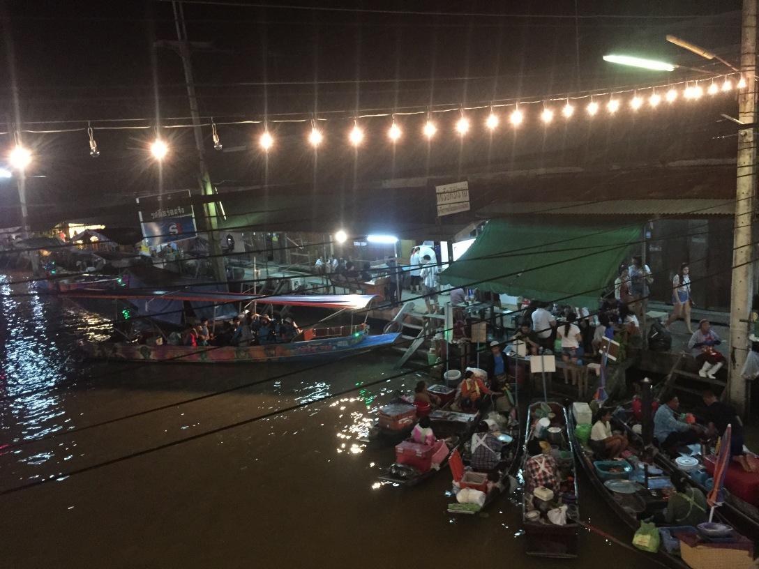 Amaphawa Floating Market